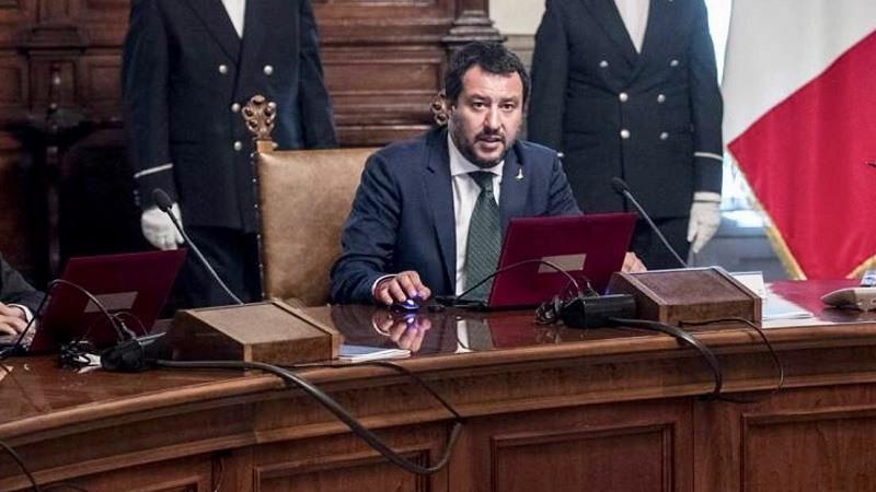 """Salvini responde a Borrell y acusa a España de favorecer una """"inmigración ilegal fuera de control»"""