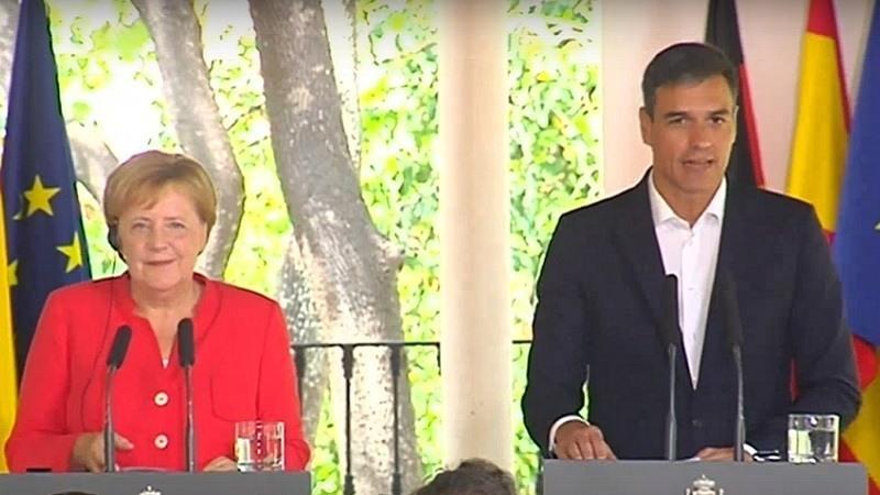Pedro Sánchez y Angela Merkel acuerdan destinar fondos de la UE para controlar la inmigración desde África