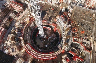Toma aerea de la construccion del reactor experimental de fusion nuclear en el sur de Francia.