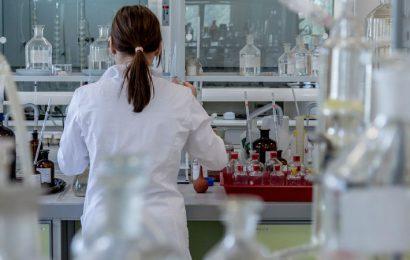 Todo lo que necesitas saber del refractómetro, un indispensable en laboratorios