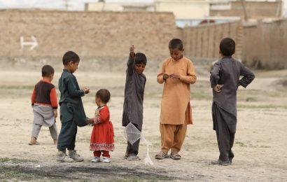 La comunidad internacional promete aportar más de mil millones de dólares para Afganistán